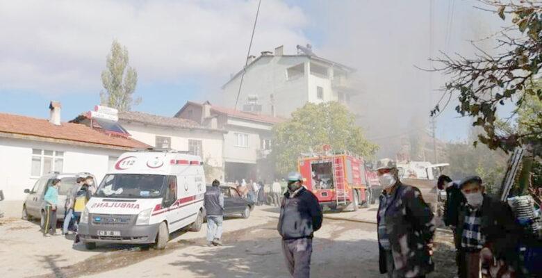3 çocuklu kadının eşyaları evinde çıkan yangında kül oldu