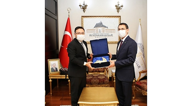 Büyükelçi İsankuli Amanlıyev, Vali Çiçek'i ziyaret etti