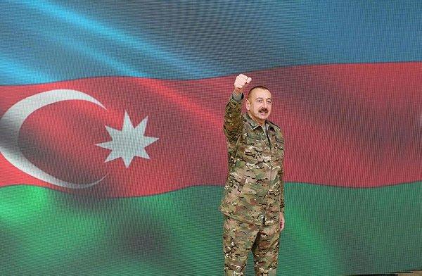 Azerbaycan, Dağlık Karabağ zaferini askeri geçit töreni ile kutladı