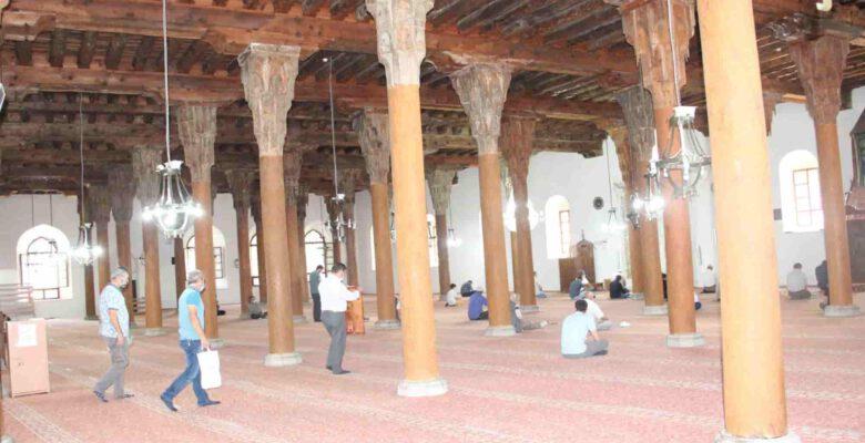 7asırlık cami yıllardır dimdik ayakta