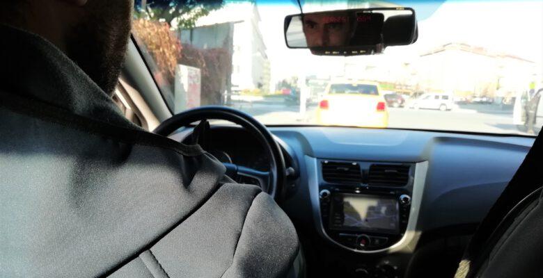 Eskişehir'de sokağa çıkma kısıtlaması nedeniyle taksiler müşteri bulmakta zorlandı.