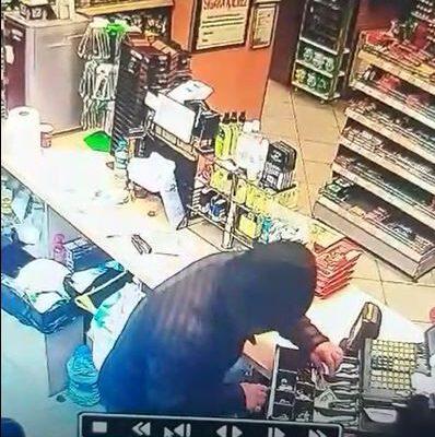 Petrol istasyonunda hırsızlık anı güvenlik kameralarına yansıdı