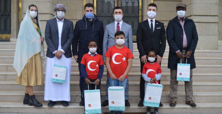 Uluslararası Göçmenler Günü'nde de Türkiye onların yanında oldu