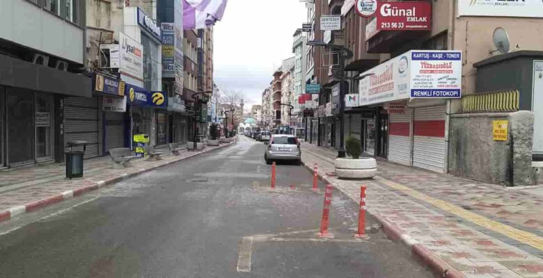 Cadde ve sokaklarda yeniden sessizlik hakimdi