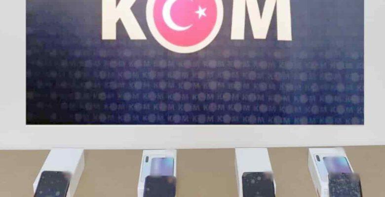 Kaçak cep telefonu satan şahsa polis baskını