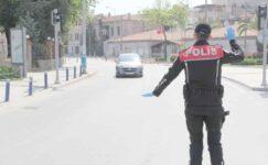 Polis kısıtlamanın sorunsuz sürmesi için yoğun mesai harcıyor