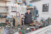 Sanayinin Fatma ustası eşini 21 yıldır yalnız bırakmıyor