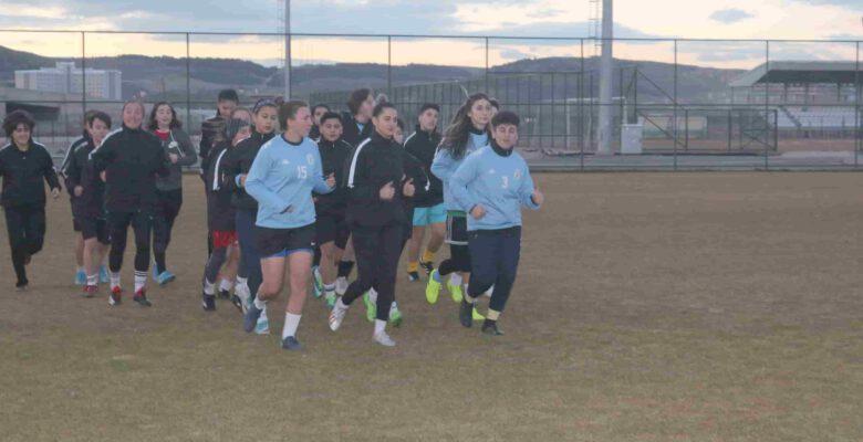 İlin tek kadın futbol takımı destek bekliyor