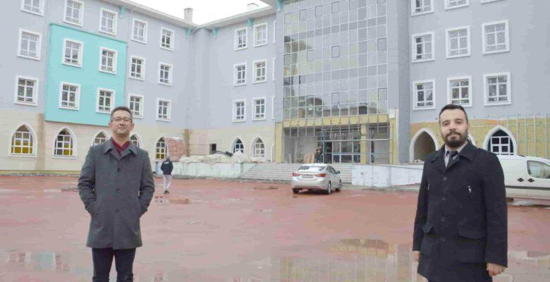 """Atatürk İlkokulu'nda """"BİR SINIF DA SEN DONAT"""""""