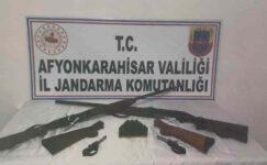Köylüler silah satan iki kişi jandarma tarafından yakalandı