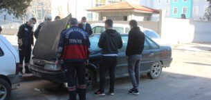 Araç yangını ihbarına giden polis hararet yapan otomobille karşılaştı