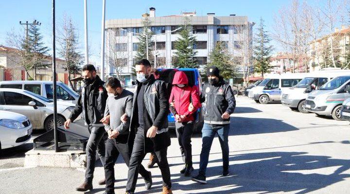 107 adet uyuşturucu hapla yakalanan 2 kişi tutuklandı