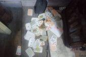 Polisin kumar baskını sırasında iskambil kağıtlarını yakmaya çalıştılar