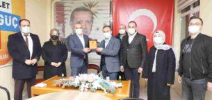 Başkan Uluçay'dan en çok üye yapan Sandıklı Teşkilatına teşekkür plaketi