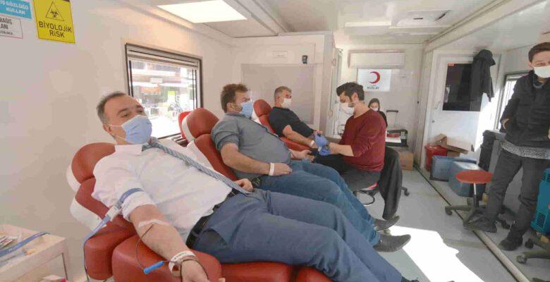 Belediye personelinden kızılaya kan bağışı