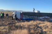 Tır devrildi, tonlarca maden suyu araziye saçıldı