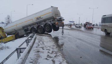 tanker buzlanma nedeni ile kayganlaşan yoldan kontrolden çıktı