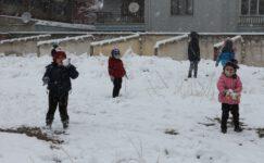 Etkili olan kar yağışı şehirde kartpostallık görüntüler oluşturdu