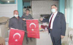 İyi Parti İhsaniye'de bayrak dağıttı