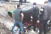 Traktörüyle kaza yaptı, yoldan geçen sağlık görevlileri hayatını kurtardı
