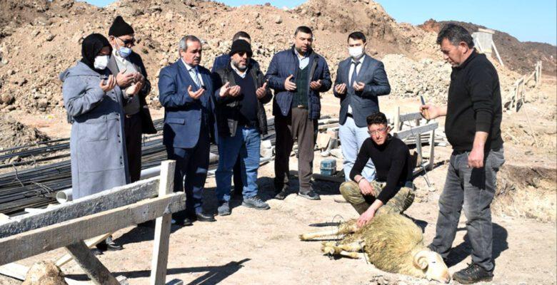 """""""Zehra Ana Camii"""" Temel Kurbanı Kesildi"""