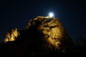 """""""Süper Pembe Ay"""" gökyüzünde görsel şölen oluşturdu"""