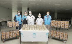 Başkan Zeybek sağlık çalışanlarını unutmadı