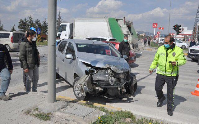 Tır otomobille çarpıştı, ölen ya da yaralanan olmadı