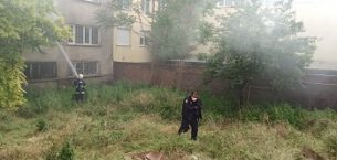 Alevlere teslim olan eve itfaiye ekipleri ulaşmakta güçlük çekti