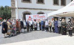 AK Kadınlar Kızılay'a kan bağışında bulundu