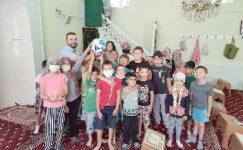 Kur'an kursu öğrencilerine futbol topu hediyesi