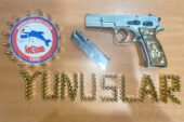 Motosikletli polis timleri ruhsatsız silahlar ele geçirdi