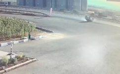 Film setlerindeki görüntüleri aratmayan kaza güvenlik kamerasında