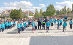 Sinanpaşa Kaymakamı Topçu okulları ziyaret etti