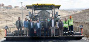 İscehisar'da TOKİ konutları  yoluna sıcak asfalt seriliyor